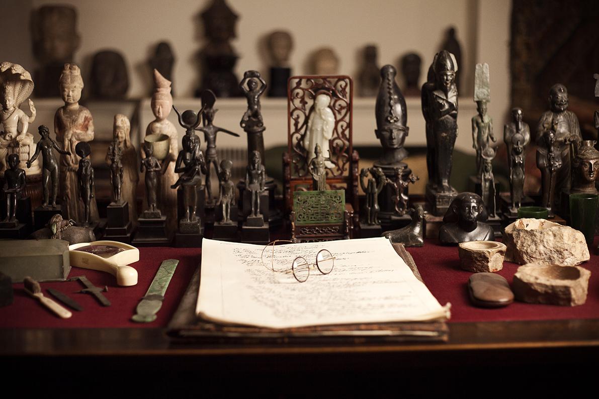 Freud's desk and glasses