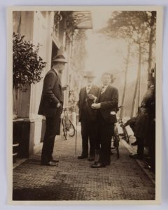 Image of Unknown (Ophuijsen?), Sigmund Freud and Otto Rank. The Hague, 1920