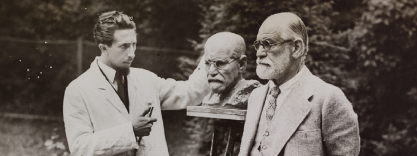Photograph of Sigmund Freud and Oscar Nemon