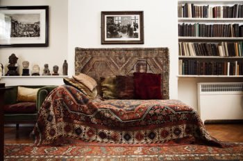 Photograph of Sigmund Freud's couch