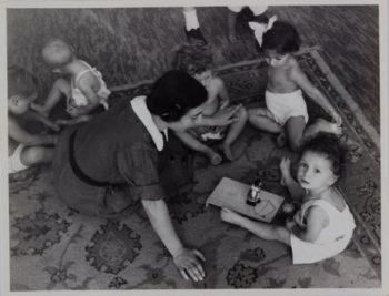 Josefine Stross with children at the Jackson Nursery, Vienna, 1937