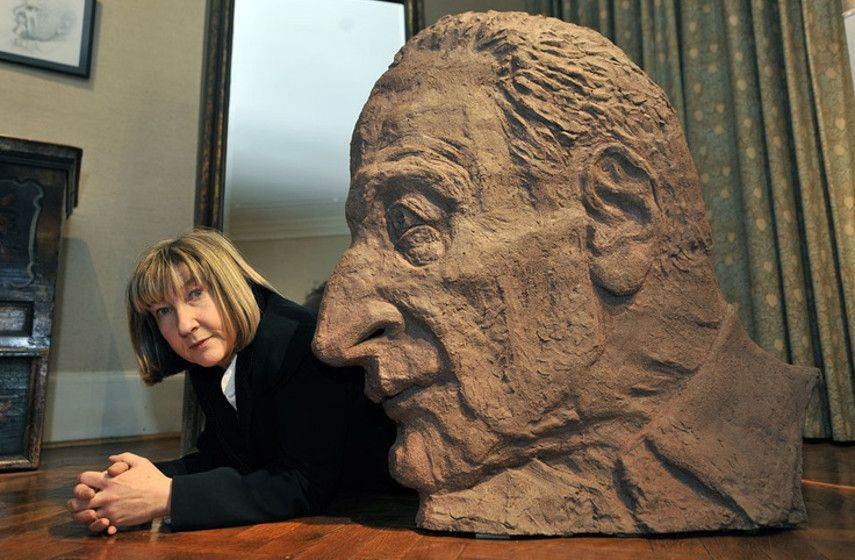 Jane McAdam Freud, with her sculpture of her father, Lucien Freud. Psychoanalytic Perspectives on the Shadow of the Parent