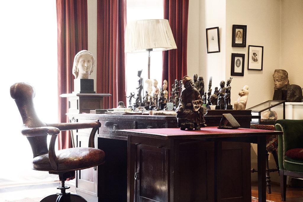 Sigmund Freud's desk