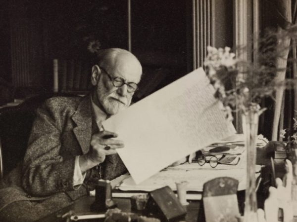 INTRODUCING FREUD (4): Aims and Principles of Psychoanalytic Psychotherapy